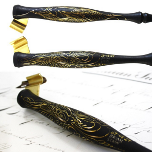 This Painted Pen features two flourished bird on each side
